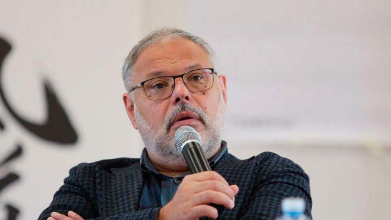 Хазин утверждает, что предложение Путина о выдаче денег населению, готовилось в тайне от Минфина