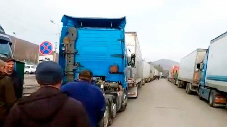 Российские водители фур объявили забастовку на границе с Китаем