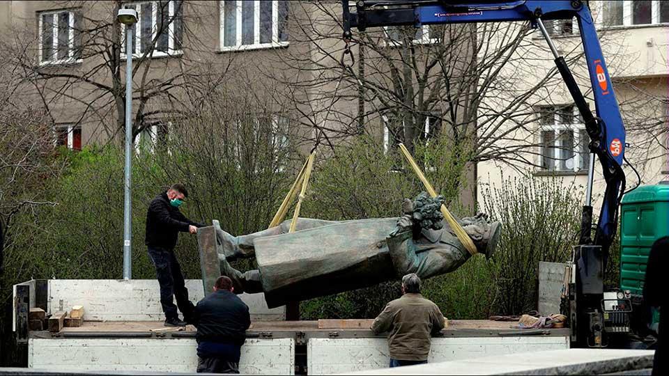 Снос памятника маршалу Коневу