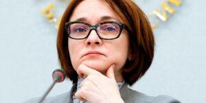 Набиуллина задается вопросом, дать или не дать россиянам денег напрямую, причем ее мнение кардинально меняется