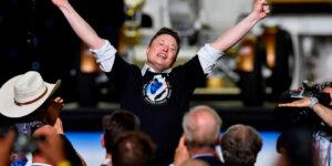 США и Илон Маск по новой покорили космос, два американских астронавта Дуглас Херли и Роберт Бенкен отправились на орбиту