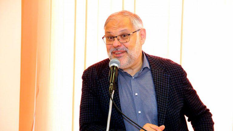 Михаил Хазин проявляет необычайную активность в СМИ и призывает россиян отказаться от кредитов