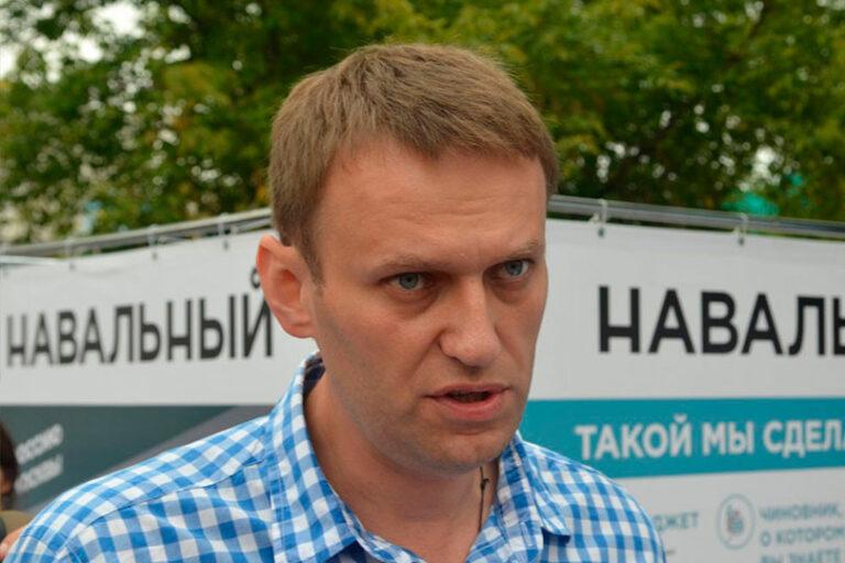 О желании провести митинг в Москве против обнуления сроков Путина 27 июня, заявил оппозиционер Навальный