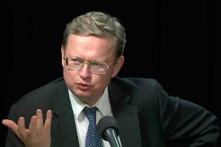 Михаил Делягин заявил, что присоединение к ВТО на кабальных условиях сыграло для России роковую роль
