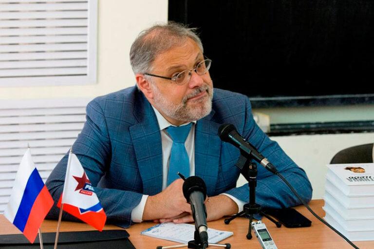 Михаил Хазин: Необходимо придать дееспособность Путину, который конструктивен