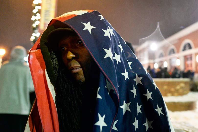 Чернокожий американец без маски