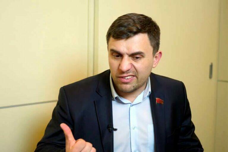 Бондаренко получил по голове бутылкой в Саратовской Облдуме за отстаивание социалистических взглядов