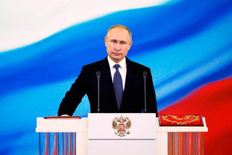 Поправки в Конституцию, это очередная блажь президента Путина и вряд ли она переживет его надолго