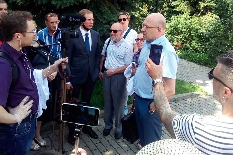 Адвокат Обозов дает интервью