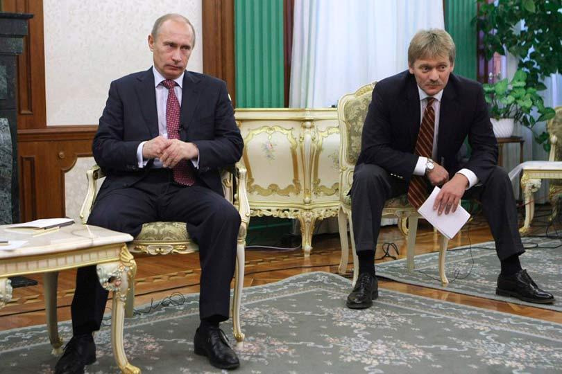 Путин и Песков в Кремле
