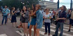 Протест в Хабаровске по поводу задержания Фургала и не думает стихать, страсти накаляются, полиция молчит