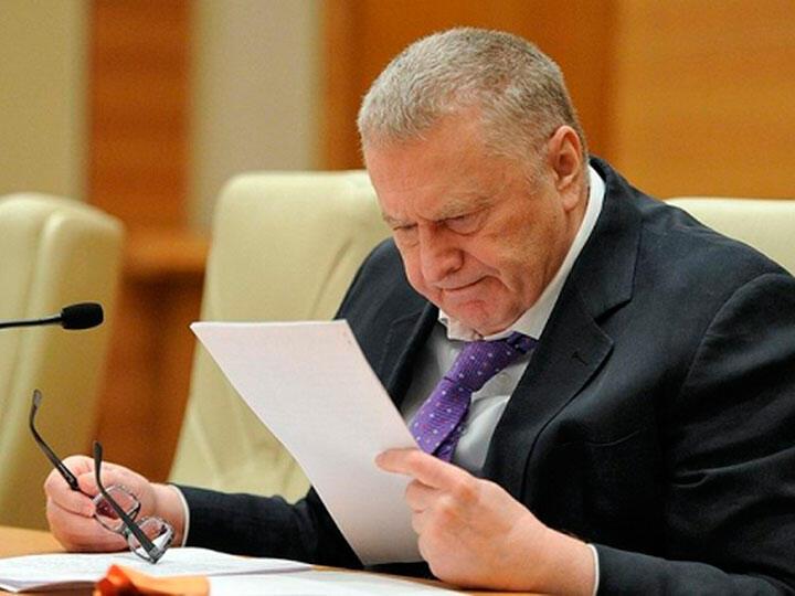Жириновский читает