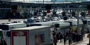 Огромные автомобильные пробки образовались на границе с Хорватией, несмотря на рекордное количество новых инфекций