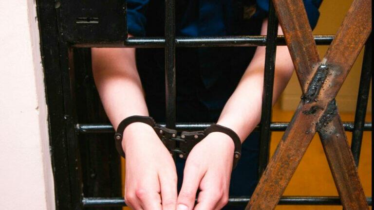 Бывшие заключенные проживающие на Сахалине изнасиловали настройщика аппаратуры