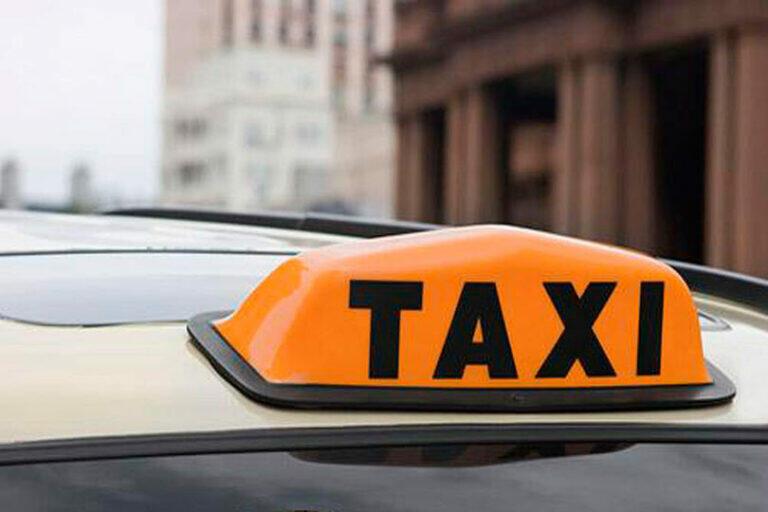 В Ленобласти на таксиста напал пассажир и угнал его машину