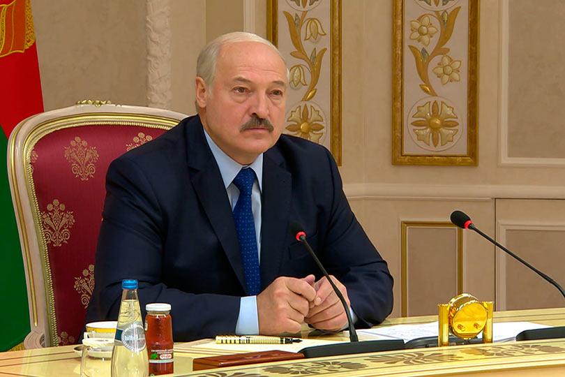Лукашенко на заседании