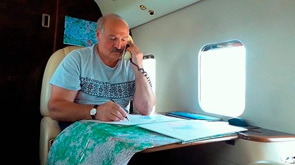 Лукашенко в самолете