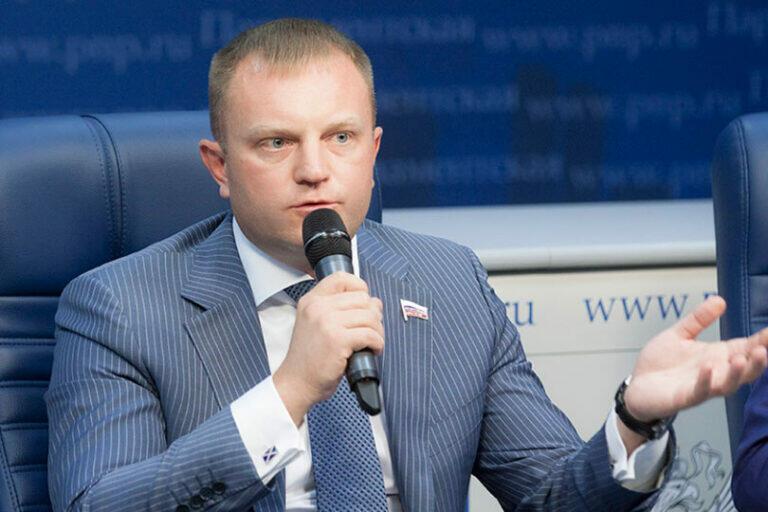 В Госдуме РФ считают необходимым запретить караоке