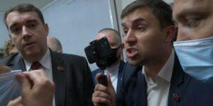 Бондаренко со товарищи, попытались провести в здание парламента толпу своих помощников и представителей прессы