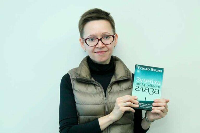 В продолжение сериала «Зулейха открывает глаза», Путин наградил автора книги Яхину премией в 2 млн рублей