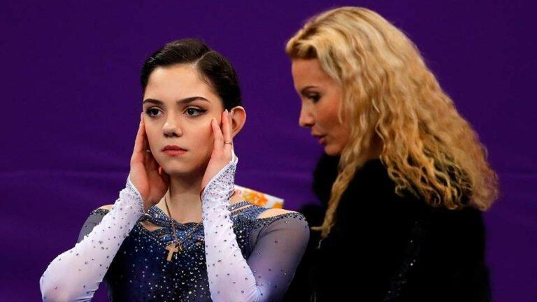 По мнению тренера Тутберидзе  у фигуристки Медведевой происходит психологический надлом
