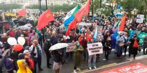 В Хабаровске дожди и на улицах опять многотысячная толпа, провластные СМИ игнорируют протесты, но замолчать их не удастся