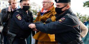 Валерий Соловей задержан и доставлен в полицейский участок в Москве после проведения Дня Перемен
