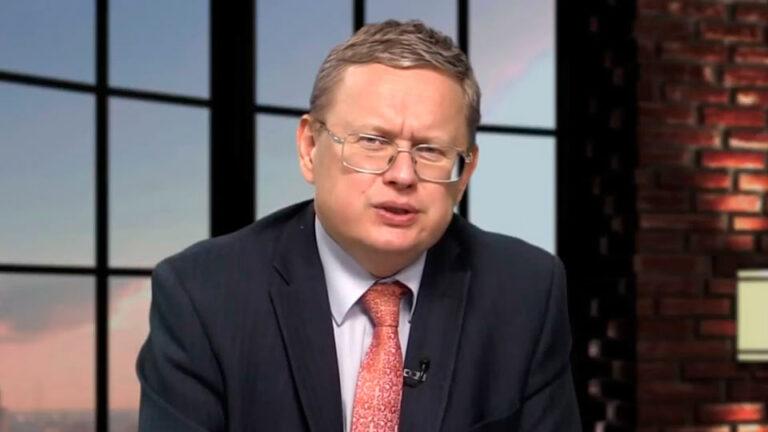 Оппозиционный политик и экономист Михаил Делягин, предсказал рублю дальнейшее падение без вариантов
