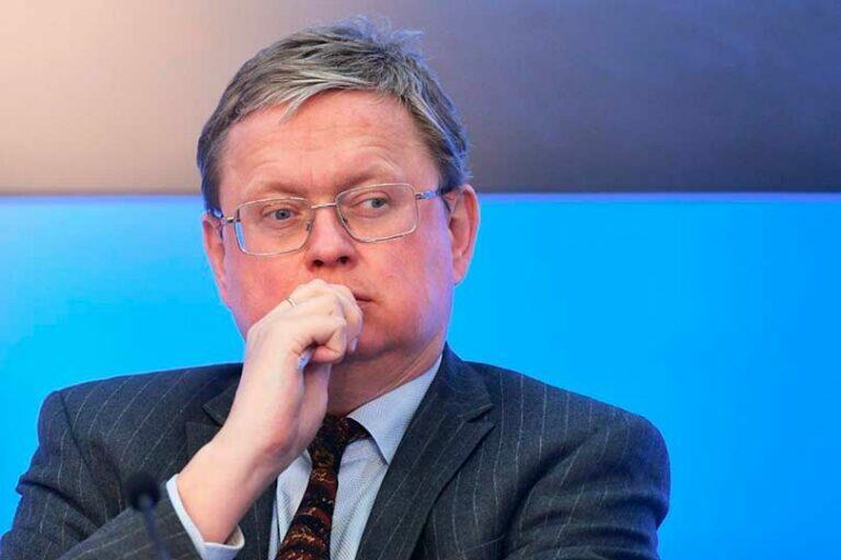 Делягин: Россия целенаправленно уничтожает собственную экономику, в связи с чем девальвация рубля неизбежна