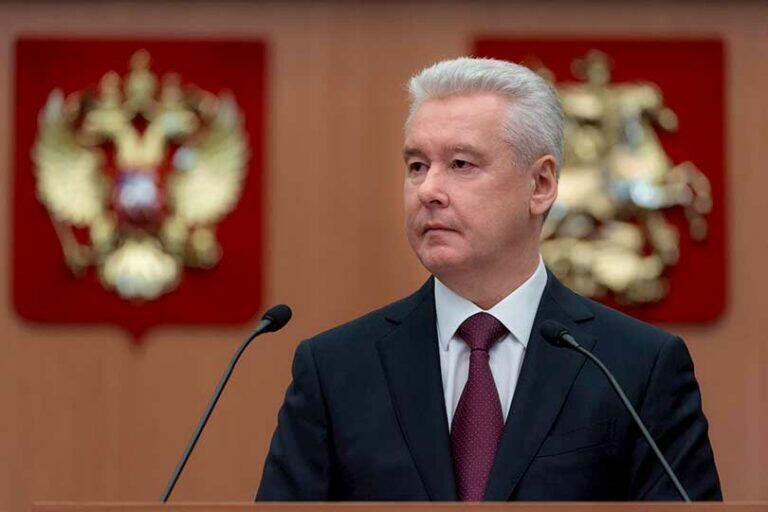 Мэр Москвы Собянин заговорил загадками и заявил, что массовое производство вакцины снимет некую проблему