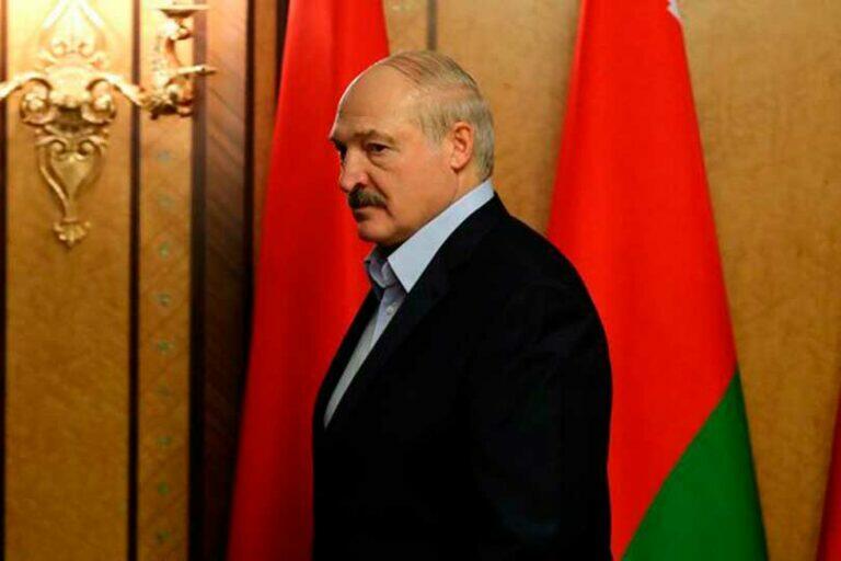 В Белоруссии разыгрывается драма, оппозиция предъявила Лукашенко ультиматум, до 25 октября сложить полномочия
