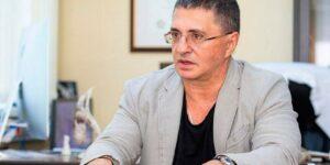 Доктор Мясников попал под горячую руку лидера ЛДПР Жириновского, который предложил лишить его диплома