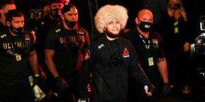 Хабиб отказался выходить на бой с Гэйджи с российским триколором, однако уверенно победил треугольником