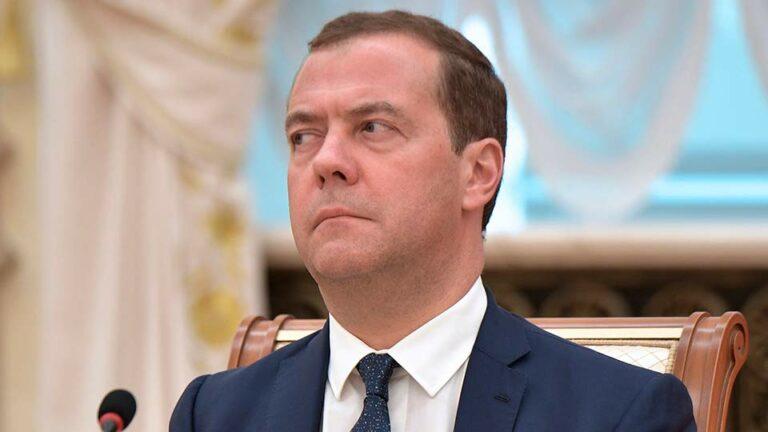 Медведев и Лавров не всегда думают, когда произносят свои длинные речи и их «ляпы» похожи на оговорки по Фрейду