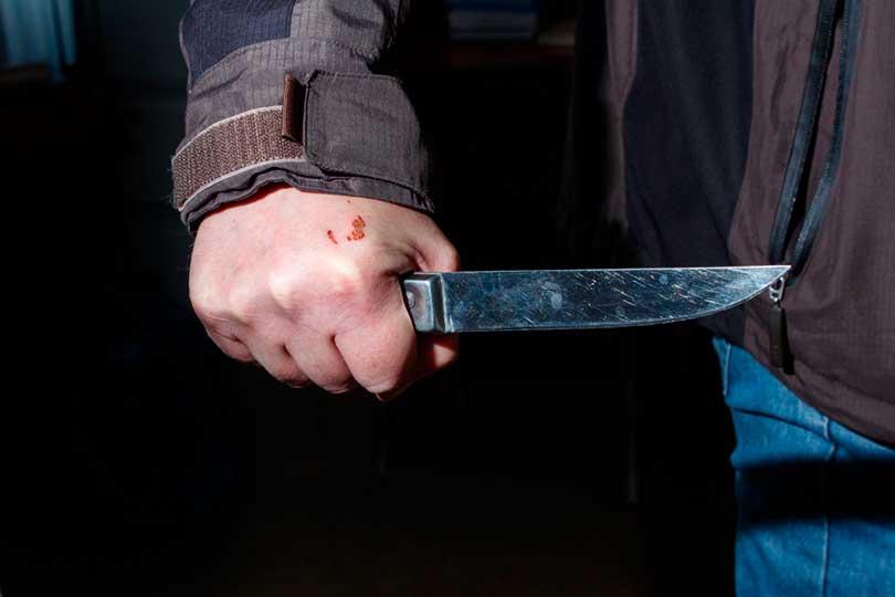 Подросток с ножом