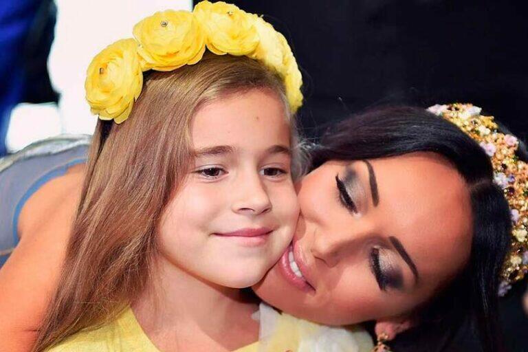 Певица Алсу зарегистрировала имя дочери в качестве бренда
