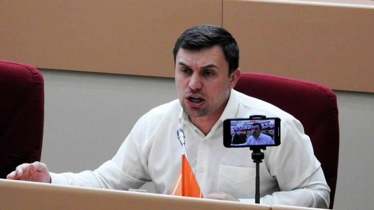 После того, как Бондаренко указал доход в 2 млн рублей за ролики на Youtube, единороссы написали заявление в прокуратуру