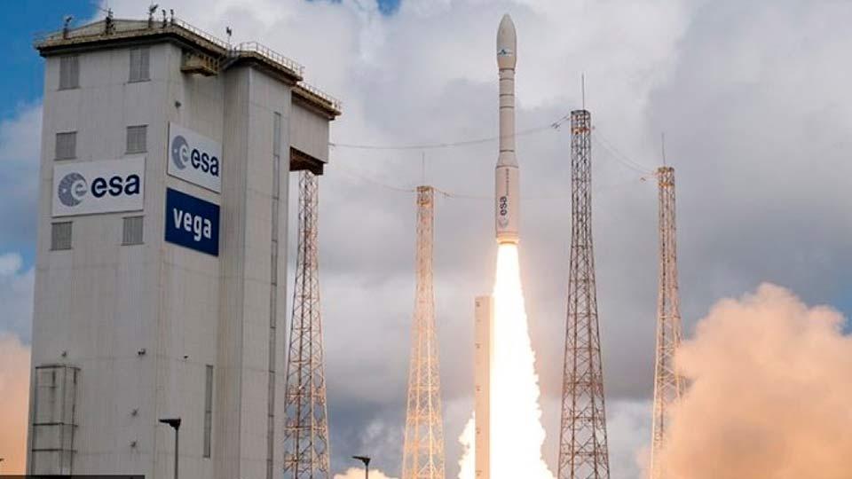 Старт ракеты-носителя Vega