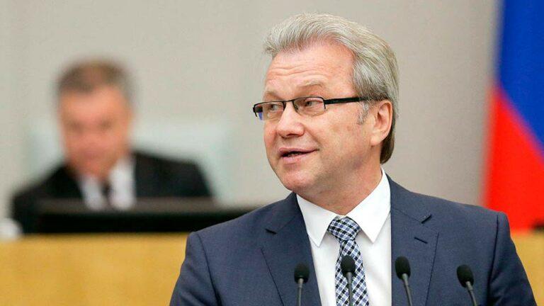Гарри Минх предложил депутатам от КПРФ покинуть Госдуму, сдать депутатские мандаты и идти на улицы