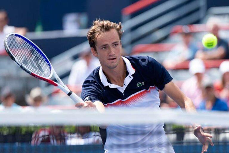 Сколько призов получил российский теннисист Медведев за свою победу на турнире АТР
