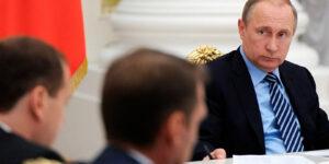 Кремль действует исключительно репрессивными методами, поскольку боится, что народный протест вырвется наружу