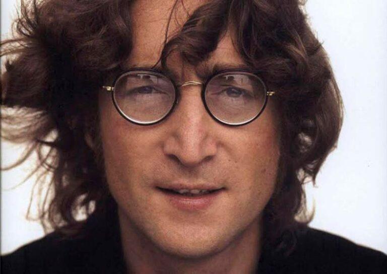 8 декабря 40 лет назад погиб музыкант, поэт-романтик, революционер и один из основателей БИТЛЗ Джон Леннон