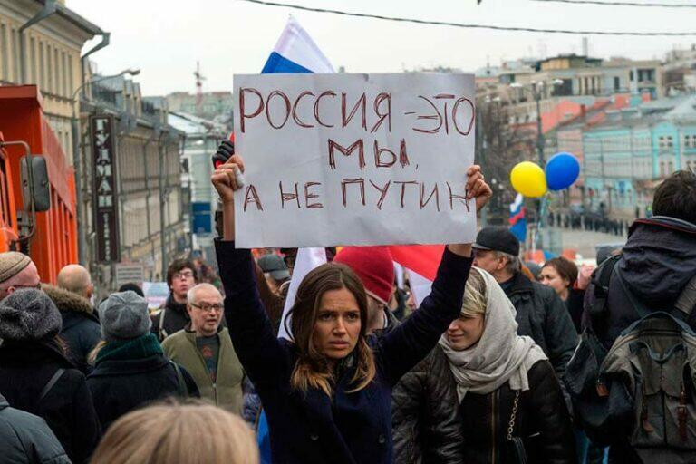 Власть и народ сегодня не едины и те, кто сидит в Кремле не задумываются о том, как выживает российский народ