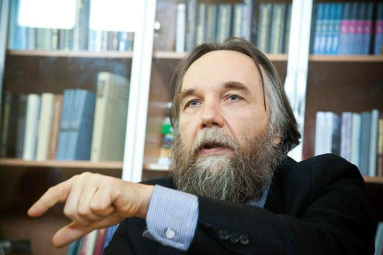 Философ с неоднозначной репутацией Дугин, высказал свое мнение о преемнике Путина, после которого наступит конец