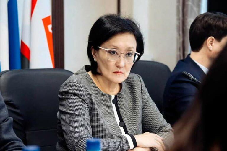 Сардана Авксентьева подает в отставку, официальная причина по болезни, неофициальная – оппозиция действующей власти