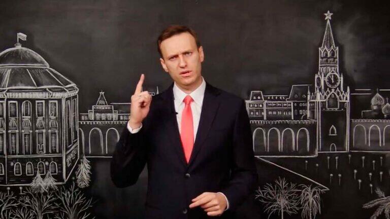 Навальный ставит Кремль в двусмысленное положение и его возвращение создает для президента очаг напряженности