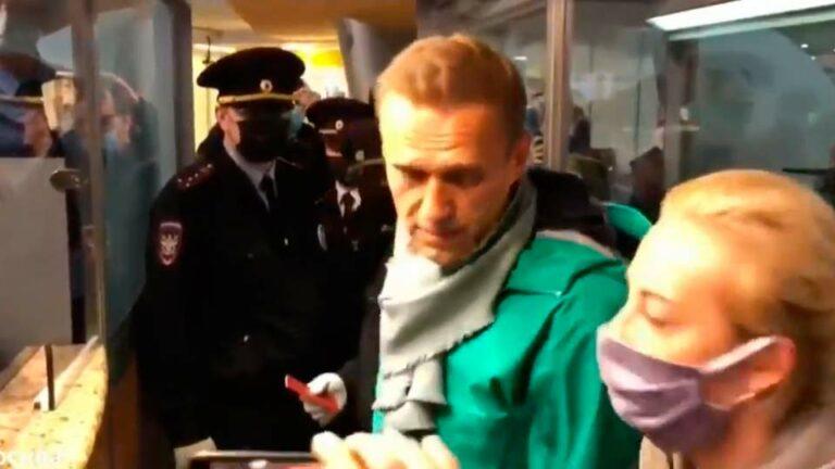 Навальный задержан на посту таможенного контроля в аэропорту Шереметьево