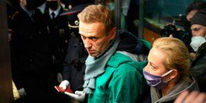 Навального задержали на паспортном контроле, Путин показал, кто в России хозяин на сегодняшний день