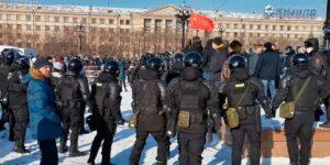 Хабаровск вышел на субботний митинг в поддержку Фургала и Навального, потому ОМОН и «Росгвардия» проводят задержания