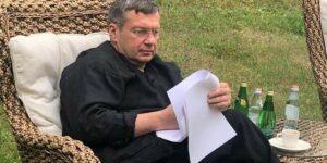 Кремлевский пропагандист Соловьев, призвал наградить полицейского, который пнул женщину в живот